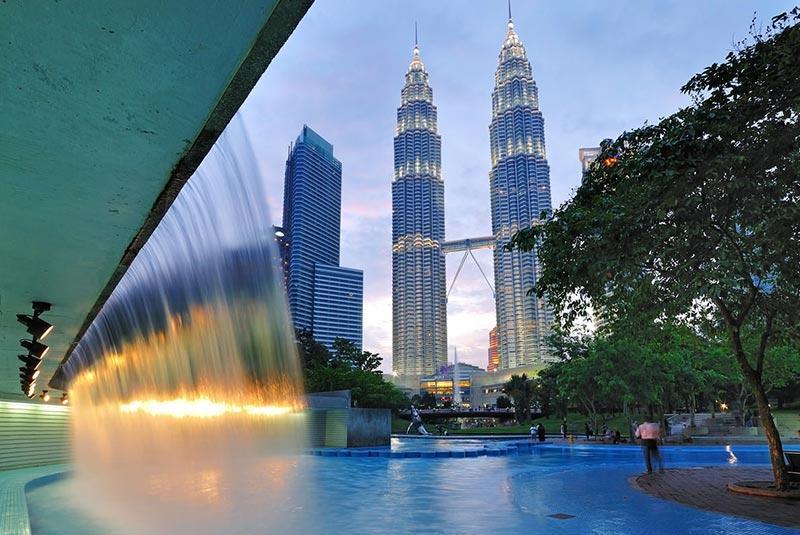 معرفی برج دوقلوی پتروناس کوالالامپور در تور مالزی