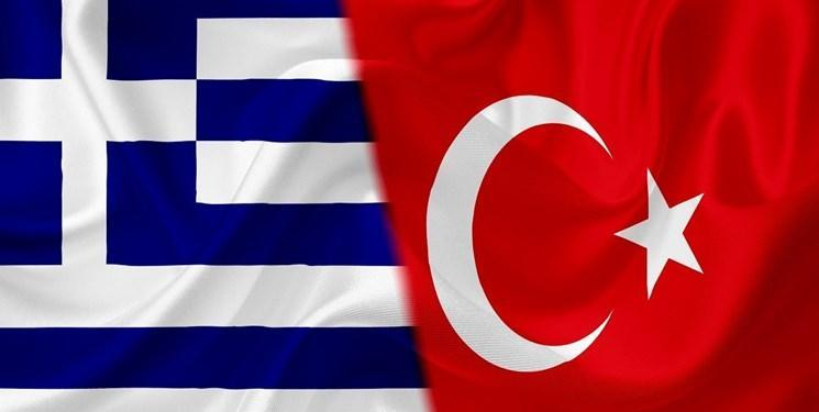 عکس، دو خودروی دیپلماتیک ترکیه در یونان به آتش کشیده شد