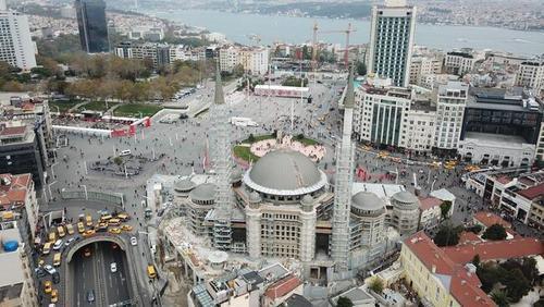 نمای جدید میدان تقسیم استانبول (