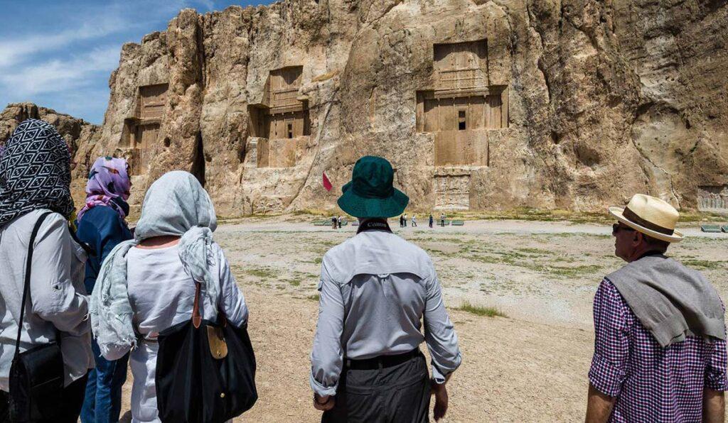 دیدار با پادشاهان ایران باستان، در نقش رستم شیراز
