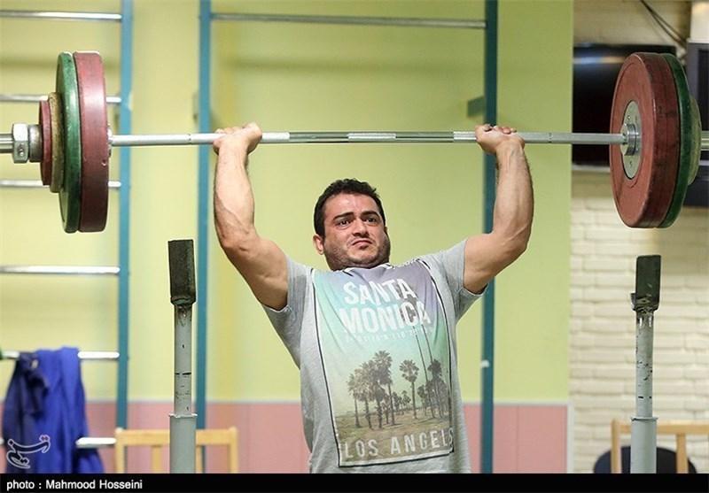 پیگیری تمرینات سهراب مرادی در تهران، قهرمان وزنه برداری المپیک منعی برای تمرین انفرادی ندارد
