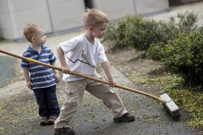 بچه ها در انجام کدام کار خانه مشارکت نمایند؟