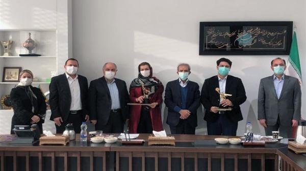 رئیس اتاق ایران از دو برگزیده جشنواره دانشمندان جوان تقدیر کرد