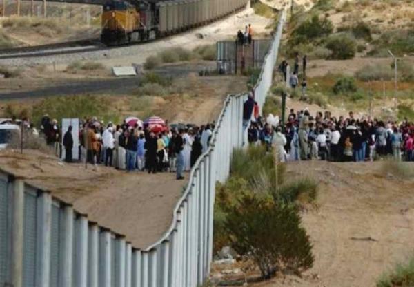 آمریکا 100 هزار مهاجر را در مرز مکزیک دستگیر کرد خبرنگاران