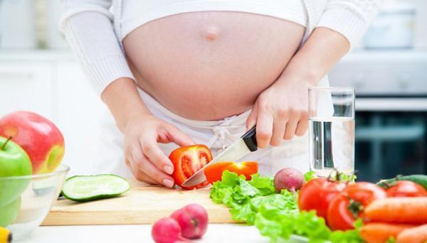 خواص گوجه فرنگی در بارداری؛ میزان مجاز مصرف رب و سس گوجه فرنگی