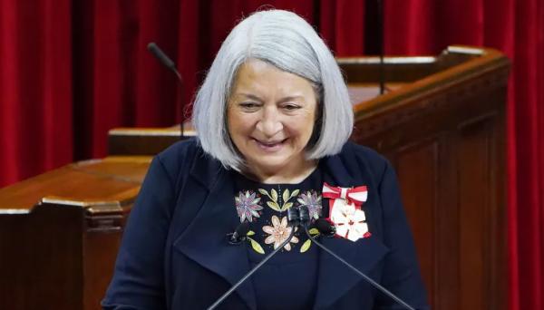 مری سایمون، رئیس قبیله بومی اینوک در کبک به نام سی امین فرماندار کل کانادا سوگند یاد کرد