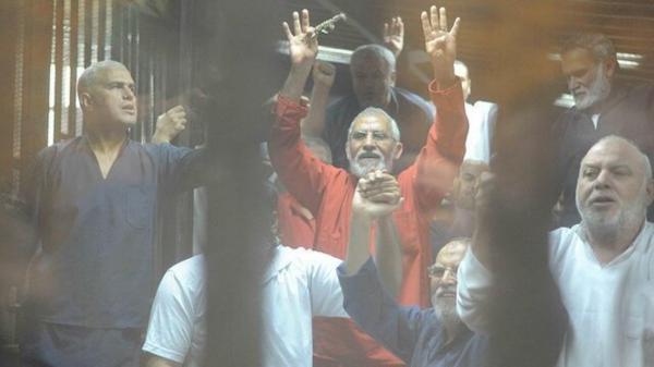 حکم حبس ابد محمد بدیع و 9 تن از رهبران اخوان المسلمین مصر