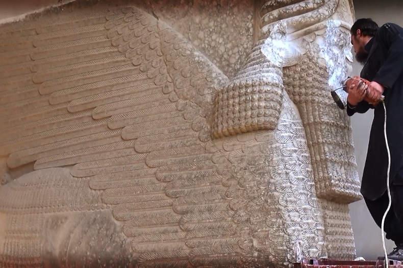 داعش قصر پادشاه آشور در موصل را ویران نمود