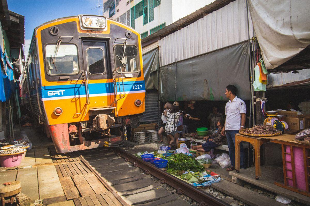 با بازارچه ریلی بانکوک آشنا شوید